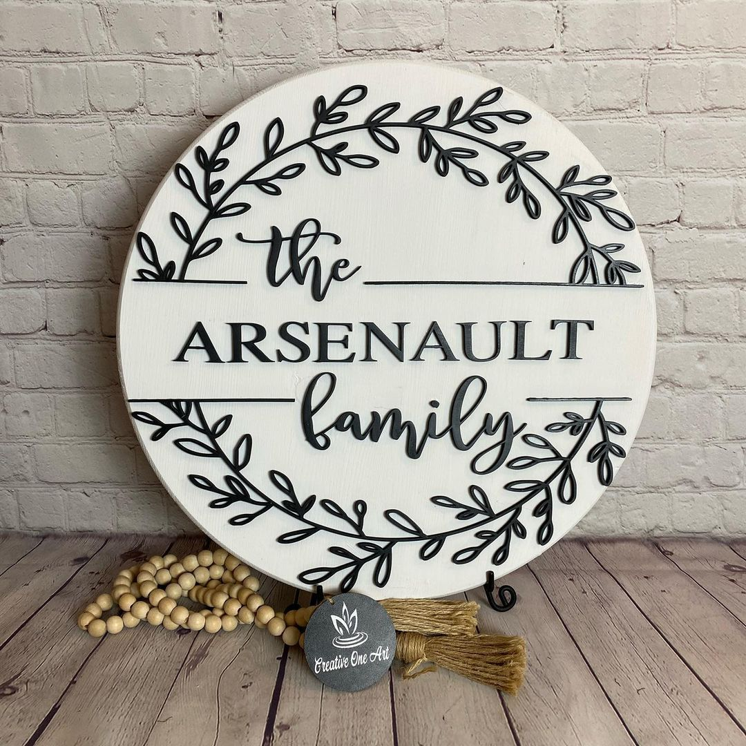 """Custom decorative plate with """"The Arsenault Family"""" written on it"""